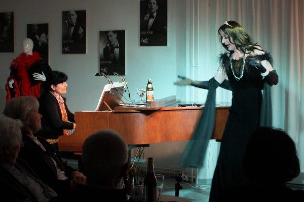 Stephan Gogolka als Frau Prof. Mario Kallas -4